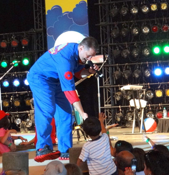 Imagination Movers Live for #JustForKids at SeaWorld, Texas . Photo Copyright- Energizer Bunnies' Mommy Reports (64)
